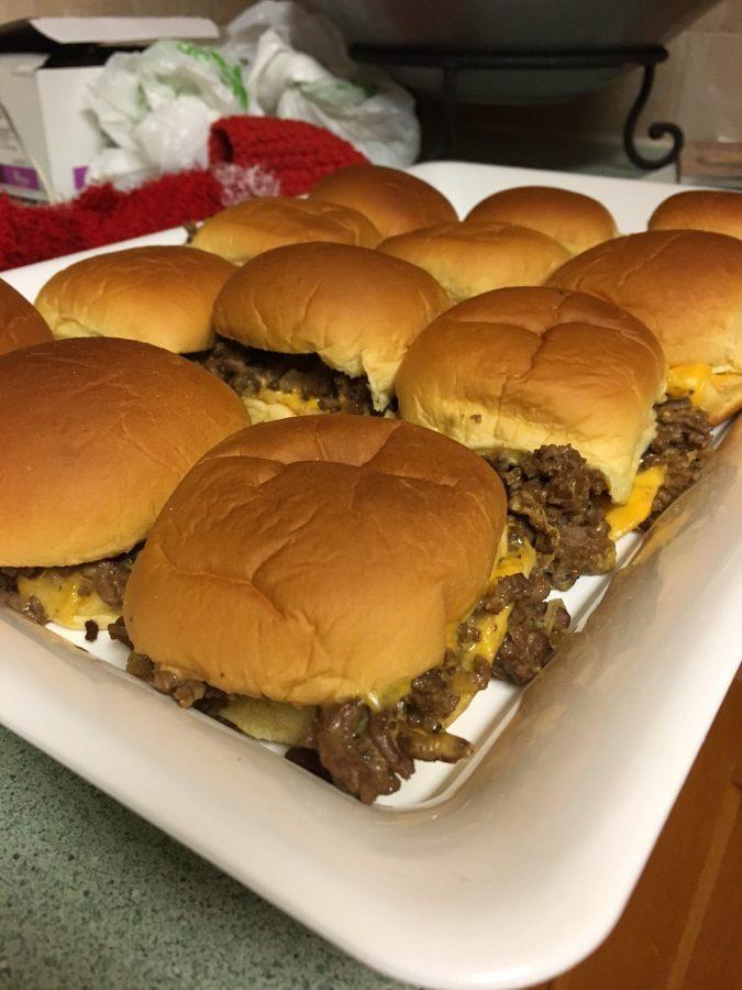 Culinary+Corner%3A+Easy+Cheeseburger+Sliders%21