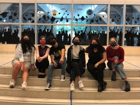 Student Volunteers create mural to celebrate the class of 2021
